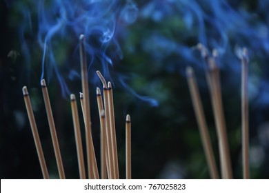 Incense burning Embossed in an incense pot. There is a lot of smoke.