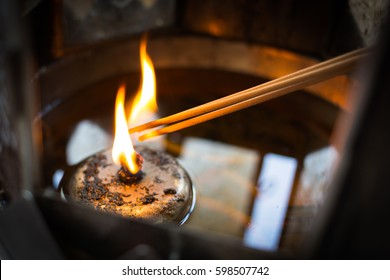 Incense was lit by the fire of lanterns.