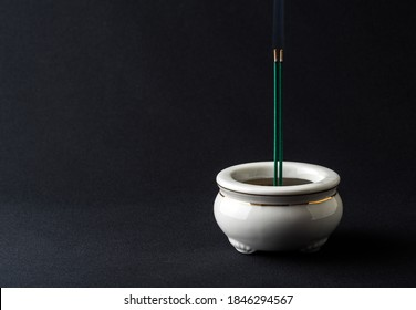Incense sticks and incense burners used in funerals, funerals and altars (Japanese style)