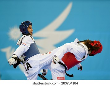 INCHEON,SEP 20: Chanatip Sonkham of Thailand(b)competes with Li Zhaoyi of China during the women -49 gold medal the 2014 Asian Games at Ganghwa Dolmens Gym on September 30, 2014 in Incheon,South Korea