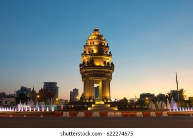 Independence Monument at dusk, Phnom Penh, Cambodia