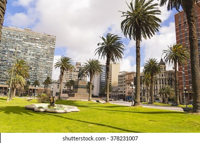Independence Square in Montevideo, Uruguay It is the city center, with statue of Artigas, the Gate of the Citadel, Executive Tower government Palacio Estevez