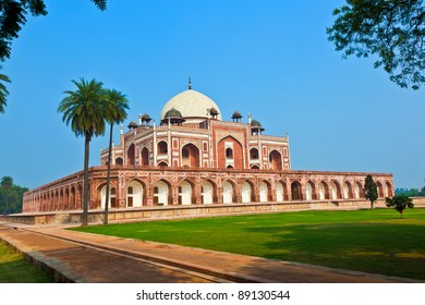 India, Delhi, Humayun's Tomb, built by Hamida Banu Begun in 1565-72 A.D. the earliest example of Persian influence in Indian architecture