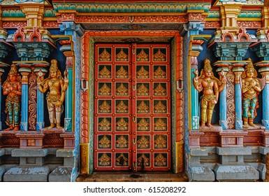 India Tanjore Temple door