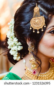 Indian Bridal showing wedding head jewllery and hair style Karachi, Pakistani, November 11, 2018