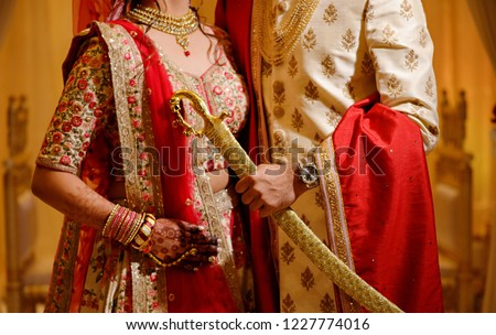 Indian Bride Groom Wearing Wedding Dress Stockfoto Jetzt
