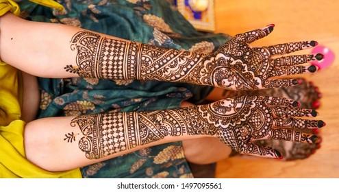 Indian bride showing hands mehndi design
