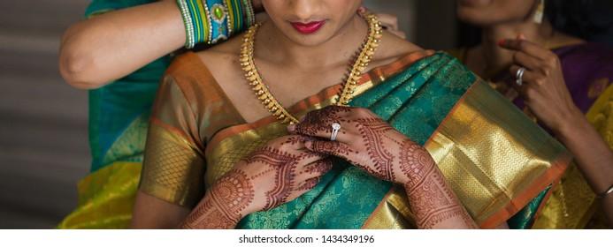 Indian bride wearing necklace and showing mehndi design Karachi, Pakistan, 15 Jul,y 2018
