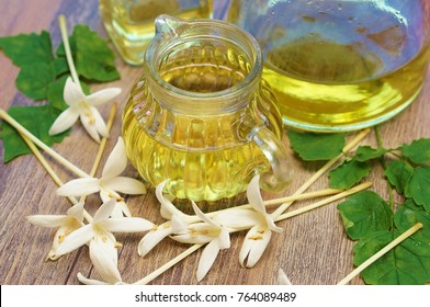 Indian cork flower essential oil with Indian cork flower (Millingtonia hortensis Linn.f)