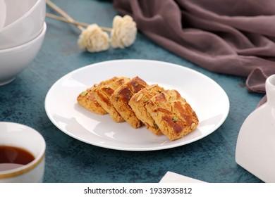 Indische Speisekekochen mit Tee - Snack-Zeit am Abend