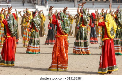 Indian girls in colorful ethnic attire dancing at Pushkar fair, Pushkar, Rajasthan, India, Asia