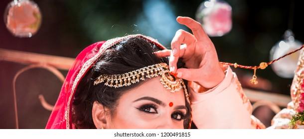 Indian Groom putting sindoor bridal head line Karachi, Pakistan, October 01, 2018