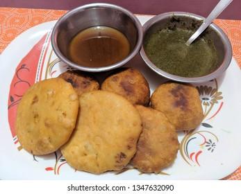 Indian kachori with Emli ki chutney and Pudine ki chutney