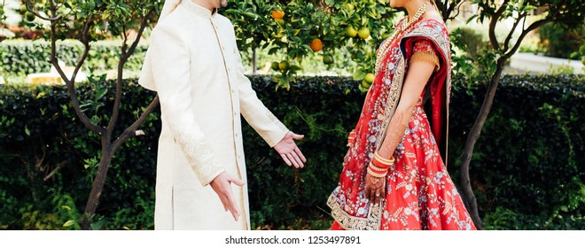 Indian lovebirds first look at their wedding day