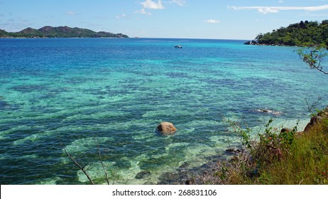indian ocean from praslin island