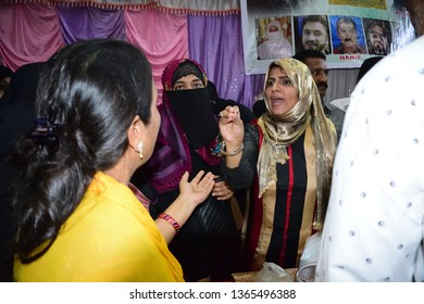Indian Social Activist Muslim women & upcoming Politician Yasmeen Arora Munshi Addressing public Meting regarding Hera gold case and Nowhera Sister Jailed In Mumbra Maharashtra Thane India 10/03/2019