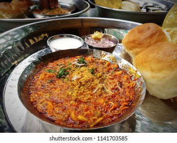 indian spicy food - Misal Pav