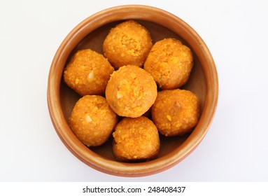 how to make besan ke ladoo in hindi language