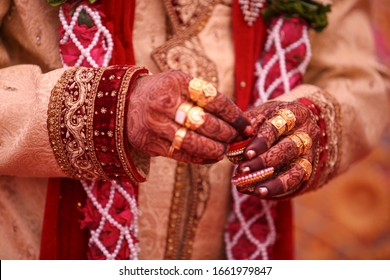 Indian Traditional Wedding: Golden ring in Groom hand
