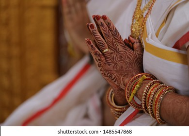 indian wedding time bride hands with bangles