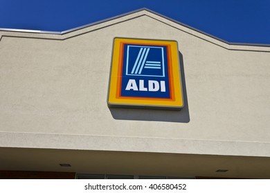 Indianapolis - Circa April 2016: Aldi Discount Supermarket. Aldi is Simply Smarter Shopping II