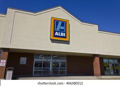 Indianapolis - Circa April 2016: Aldi Discount Supermarket. Aldi is Simply Smarter Shopping I