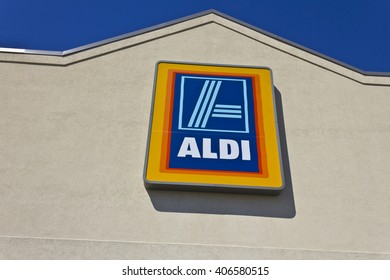 Indianapolis - Circa April 2016: Aldi Discount Supermarket. Aldi is Simply Smarter Shopping III