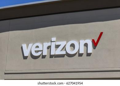 Indianapolis - Circa April 2017: Verizon Wireless Retail Location. Verizon is the largest U.S. wireless communications service provider XVI