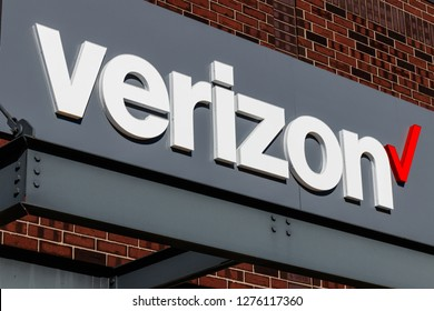Indianapolis - Circa January 2019: Verizon Wireless Retail Location. Verizon is in a race to bring 5G cellular and mobile networks to market II