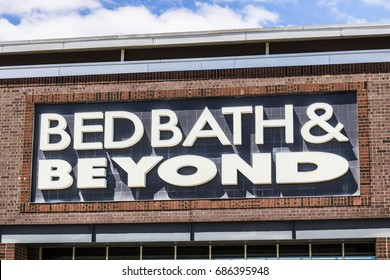 Indianapolis - Circa July 2017: Bed Bath & Beyond Retail Location. Bed Bath & Beyond is a Chain with a Varied Selection of Home Goods VI