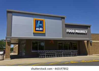 Indianapolis - Circa June 2016: Aldi Discount Supermarket. Aldi sells a range of grocery items, including produce, meat & dairy, at discount prices VII