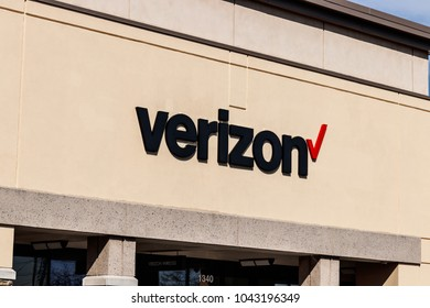 Indianapolis - Circa March 2018: Verizon Wireless Retail Location. Verizon delivers wireless, high-capacity fiber optics and 5G communications II