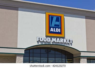 Indianapolis - Circa May 2016: Aldi Discount Supermarket. Aldi sells a range of grocery items, including produce, meat, and dairy at discount prices V