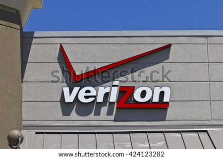 Indianapolis - Circa May 2016: Verizon Wireless Retail Location. Verizon is One of the Largest Communication Technology Companies V