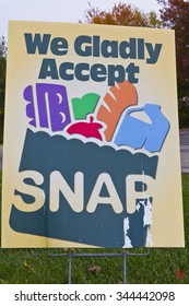 Indianapolis - Circa November 2013: A Sign at a Retailer - We Gladly Accept SNAP