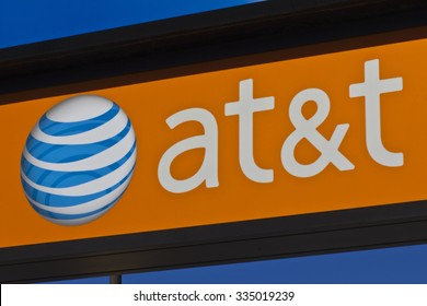 Indianapolis - Circa November 2015: AT&T Retail Store. AT&T Inc. is an American Telecommunications Corporation IV
