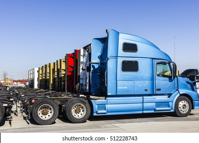 Indianapolis - Circa November 2016: Colorful Semi Tractor Trailer Trucks Lined up for Sale I