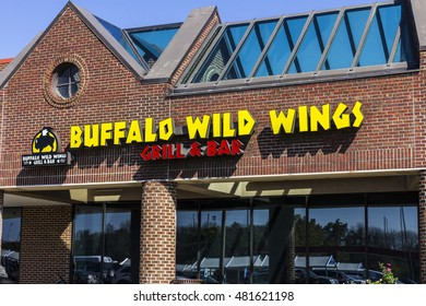 Indianapolis - Circa September 2016: Buffalo Wild Wings Grill and Bar Restaurant. You Can Find Live Sports, Wings and Beer at B-Dubs III