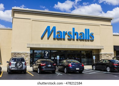 Indianapolis - Circa September 2016: Marshalls Retail Strip Mall Location. Marshalls is a Subsidiary of the TJX Companies II