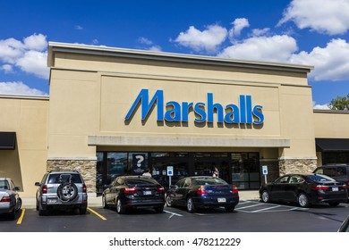 Indianapolis - Circa September 2016: Marshalls Retail Strip Mall Location. Marshalls is a Subsidiary of the TJX Companies I