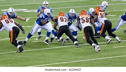 INDIANAPOLIS, IN - SEPT 2: The play begins during football game between Indianapolis Colts and Cincinnati Bengals on September 2, 2010 in Indianapolis, IN