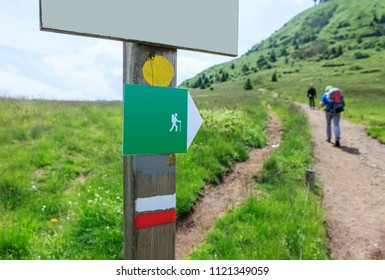 indicative sign for walkers