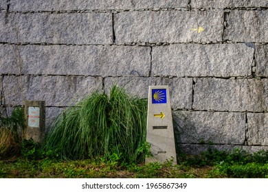 Indicator sign of the Camino de Santiago, in the vicinity of the town of Pontevedra (Spain)