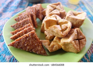 Indonesia fried tempeh and tofu served on a plate.