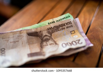 indonesia money rupee, cash on vacation in bali