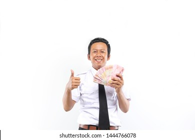 indonesian people with money rupiah