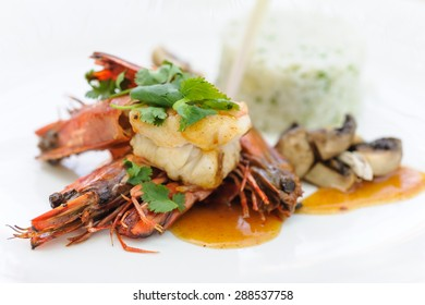 Indonesian style shrimps served with rice and mushrooms.