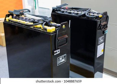 Industrial battery for forklift truck