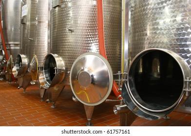Industrial cistern for wine storage