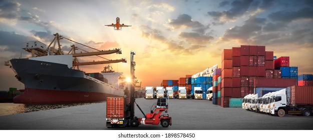 Industriecargo-Frachtschiff, Gabelstapler-Containerkasten-Verladung für Logistik-Import-Export und Transportindustrie Konzept-Hintergrund der Transportindustrie Hintergrund Hintergrund Hintergrund